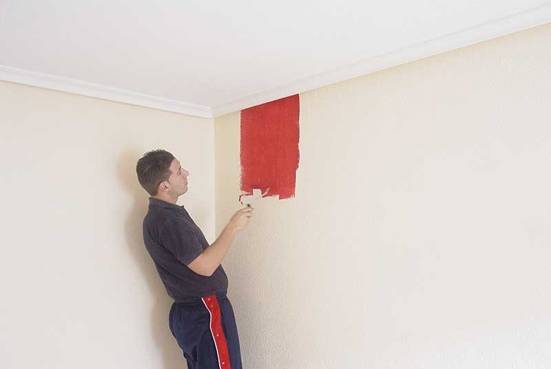 Hay que pintar el techo del mismo color que las paredes ?