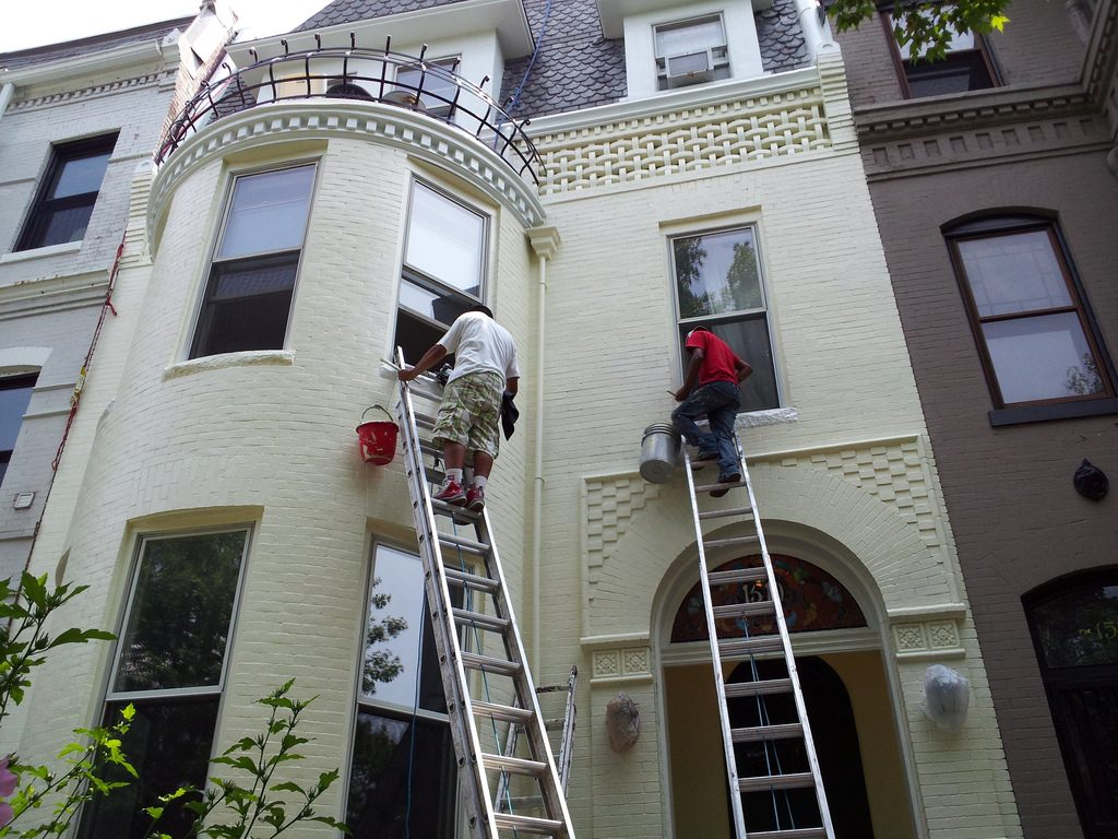 Como volver a pintar el exterior de una casa
